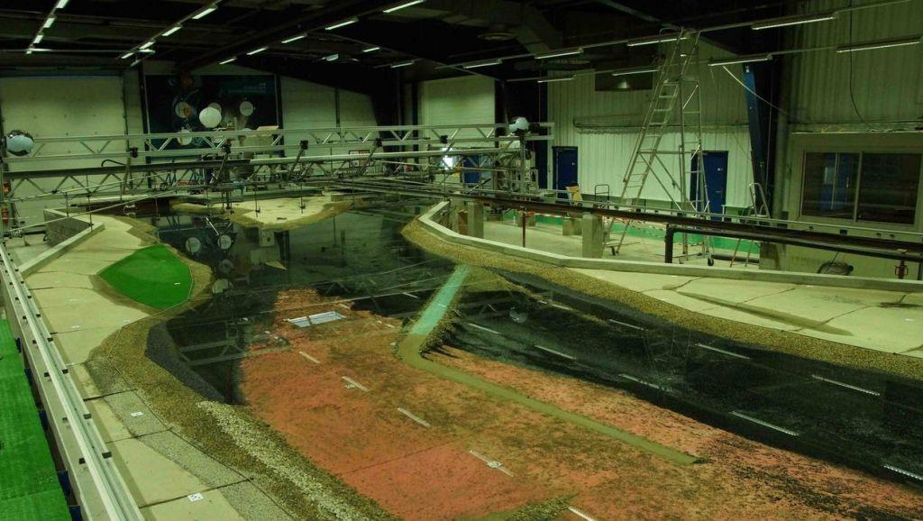 Une maquette géante (Compagnie du Rhône - Lyon) de rééquilibrage de la Loire