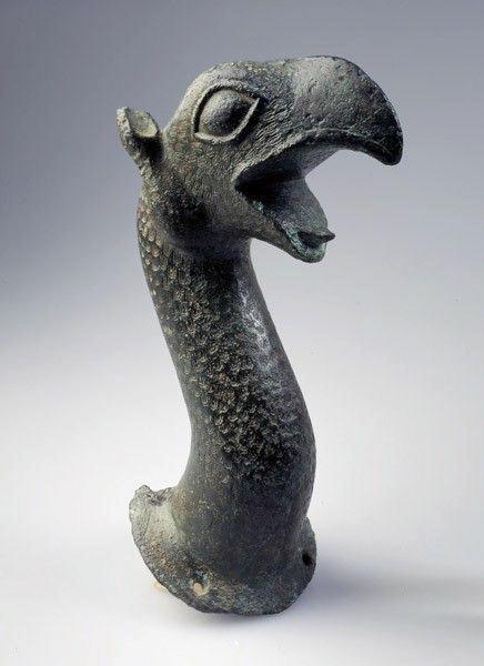 Protomé de griffon. Bronze (Musée d'Angers)